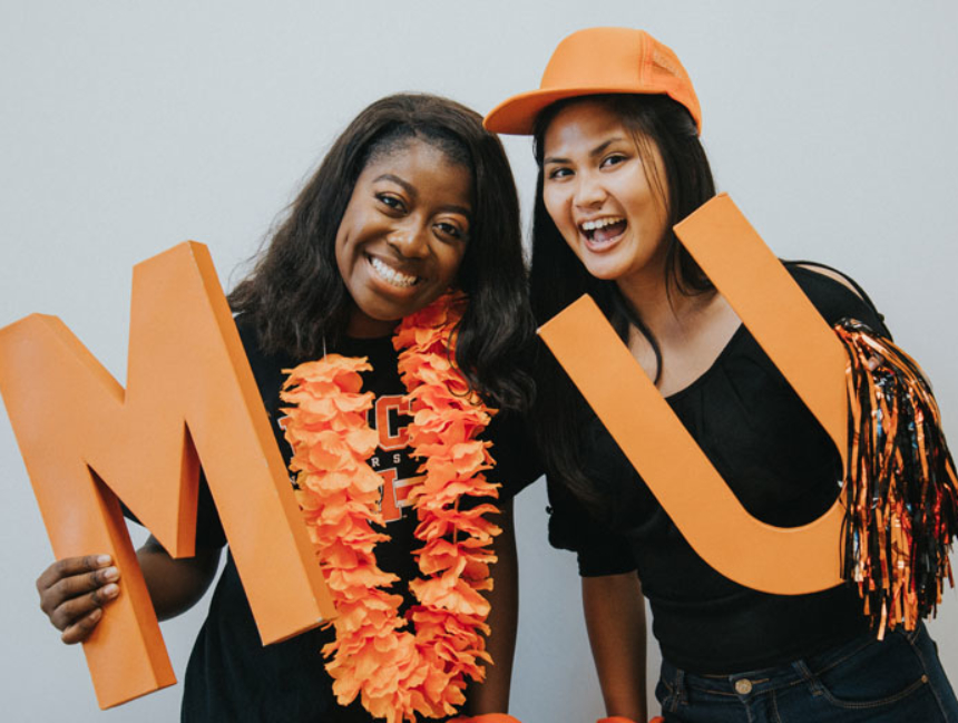 Students with MU Sign